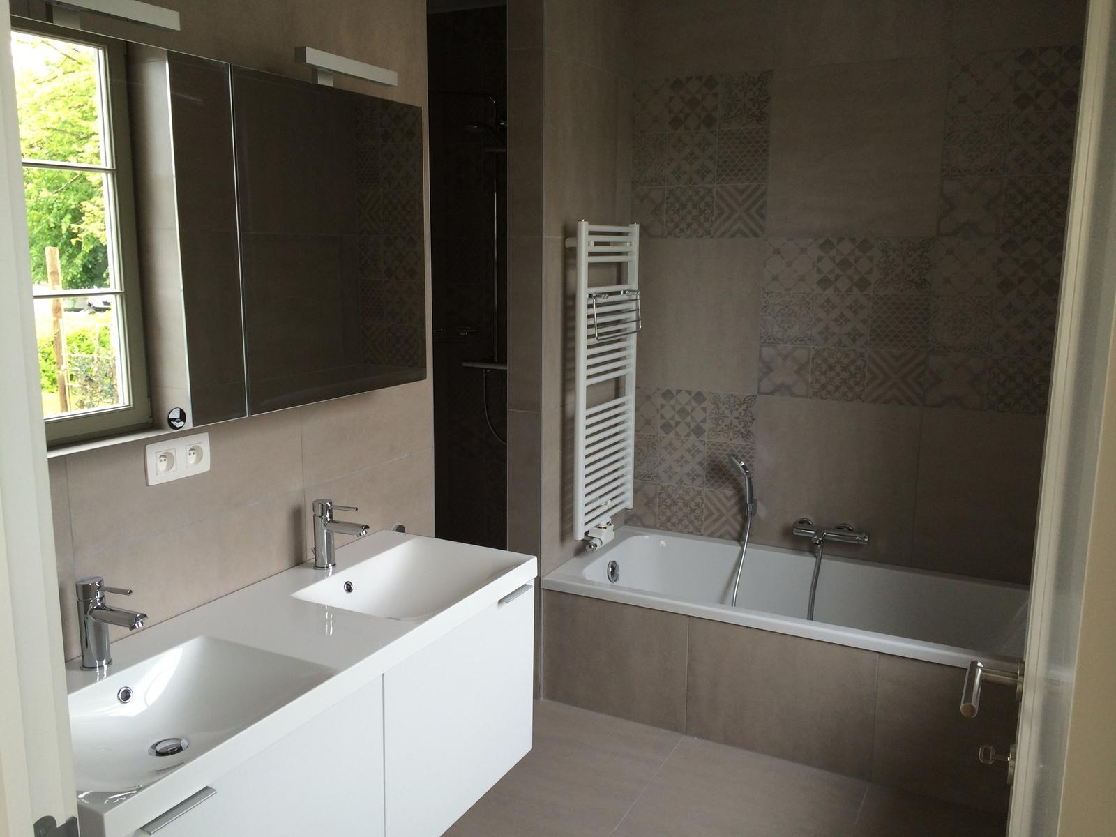 Sanitaire manhay bdh demoiti sp cialiste salle de bain for Sanitaire salle de bain